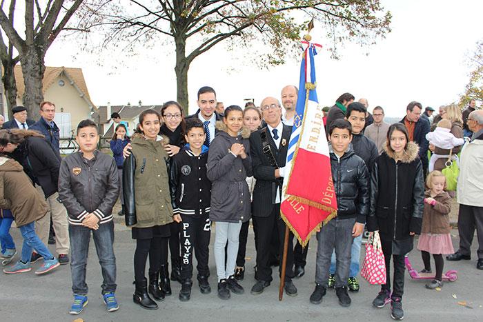 Les élèves d'ECD commémorent le 11 Novembre en présence d'officiels