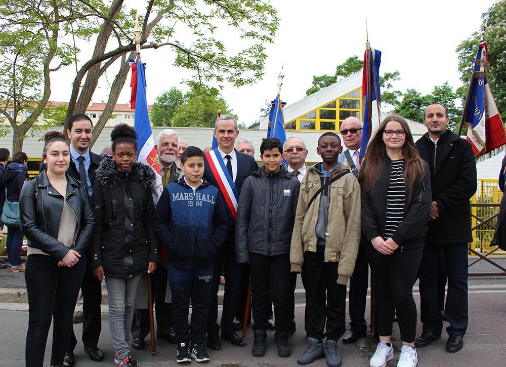 Les enfants d'ECD commémorent le 8 Mai 45 : interview du maire de Sartrouville Pierre Fond